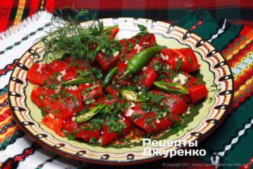 посыпать салат зеленью