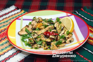 Фото рецепта салат с мидиями