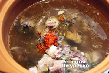 додати в суп м'ясо