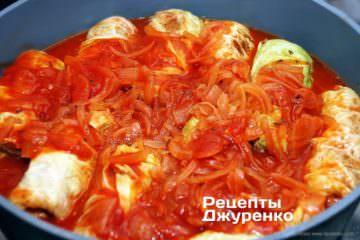 тушкувати в томатному соусі
