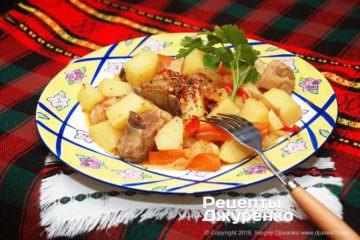 Фото к рецепту: свиные ребра с картошкой