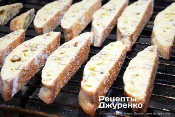 Как приготовить Кантуччи — миндальное печенье. Шаг 26: второе выпекание печенья