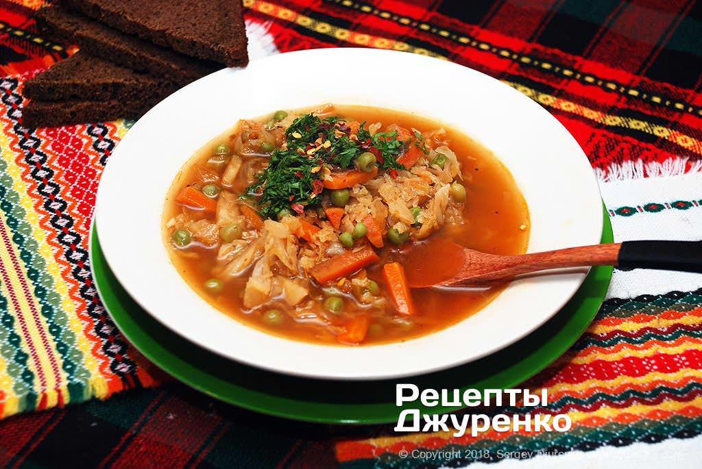Готова страва Капустяний суп — смачний овочевий суп з савойською капустою.