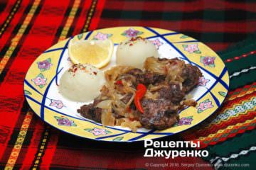 Готовое блюдо куриная печень с луком