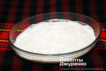 Шаг 6: смазать сыр майонезом