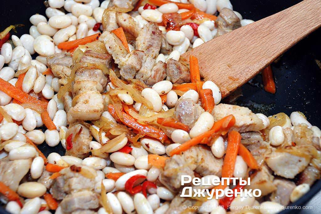 Квасоля і м'ясо з овочами.