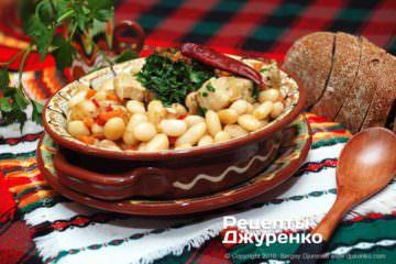 Готовое блюдо свинина с фасолью