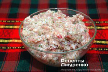 Как приготовить Тефтели срисом втоматном соусе. Шаг 12: фарш для тефтелей