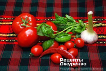 Як приготувати Паста з томатами і базиліком. Крок 2: овочі для соусу