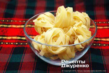Як приготувати Паста з томатами і базиліком. Крок 4: феттуччіне