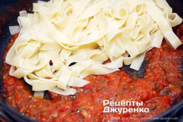 Як приготувати Паста з томатами і базиліком. Крок 16: паста з соусом