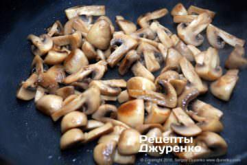 Как приготовить Паста с шампиньонами. Шаг 8: жареные грибы