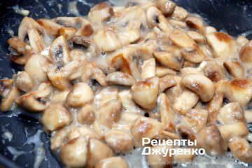 Как приготовить Паста с шампиньонами. Шаг 12: грибной соус