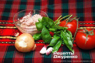 Шаг 1: тунец и овощи
