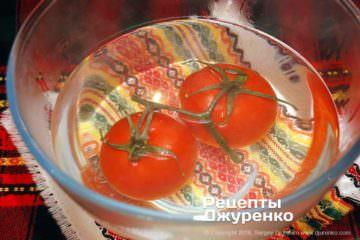 Шаг 2: очистить помидоры
