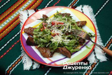 Готова страва яловичина з салатом