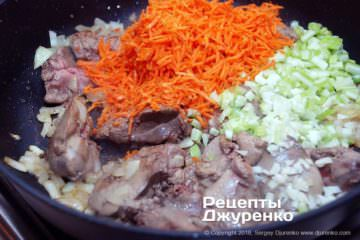 Шаг 3: добавить овощи и специи