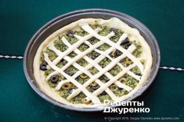 Крок 8: смужки тіста на начинці
