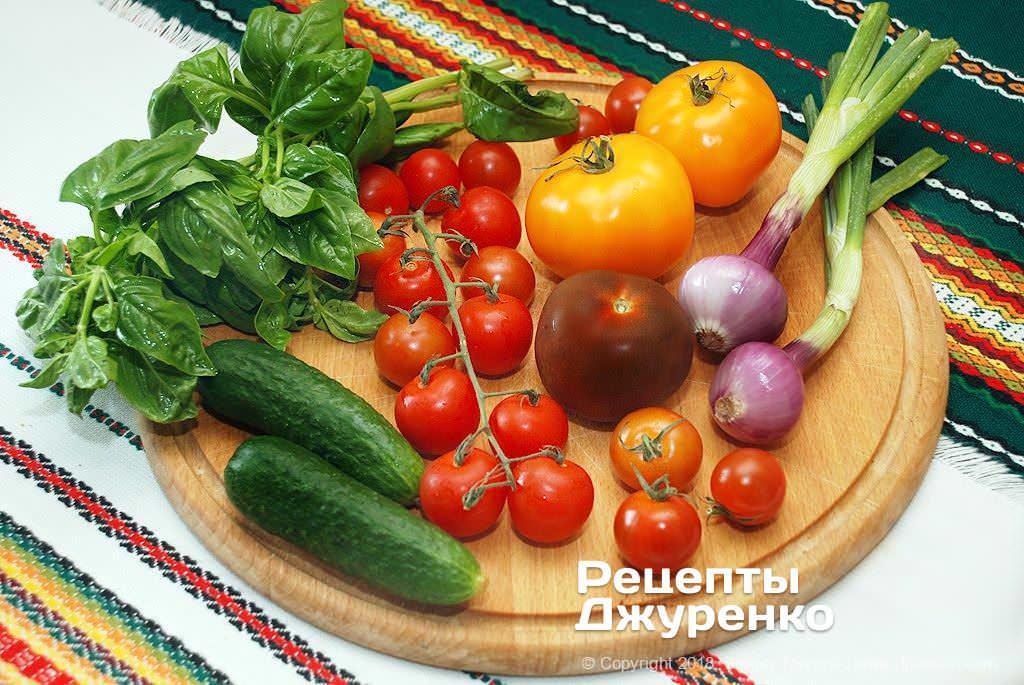 Свежие овощи для салата.