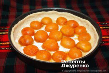 Крок 4: абрикоси на тісті