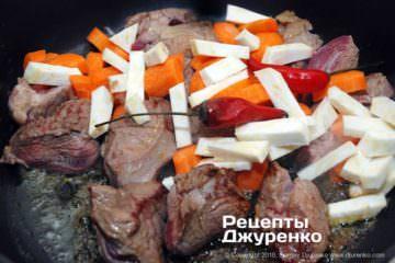 Як приготувати Яловичина з квасолею. Крок 6: смажені овочі