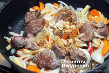 Як приготувати Яловичина з квасолею. Крок 8: м'ясо готове до тушкування