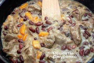 Як приготувати Яловичина з квасолею. Крок 14: густий соус рагу