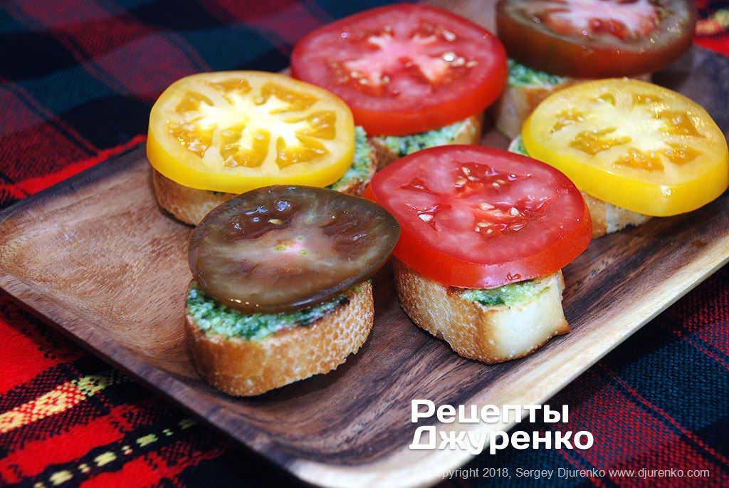 Бутерброди з помідором.
