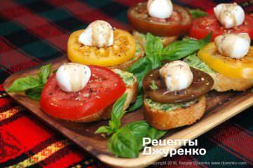 Фото рецепта помідори з моцарелою і базиліком