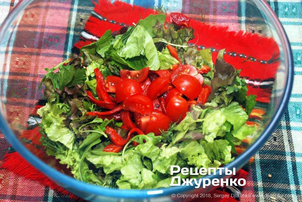 Готовый зеленый салат.