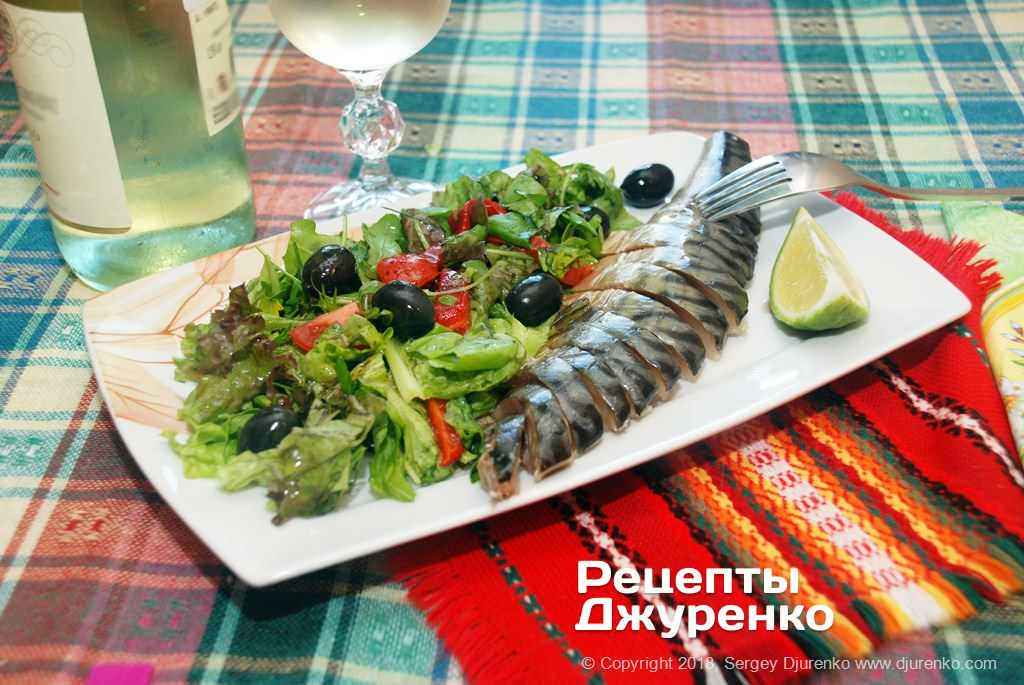 Фото готового рецепта салат с копченой скумбрией в домашних условиях