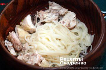 Шаг 11: разложить нарезанную курицу