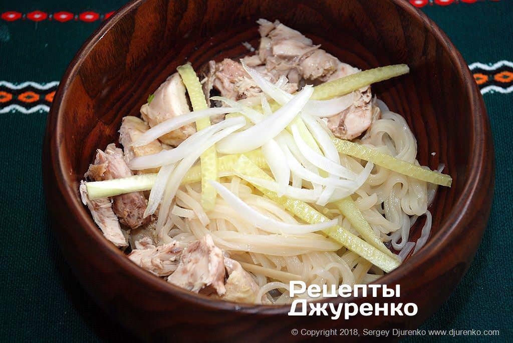Добавить овощи в суп.