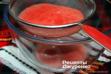 Как приготовить Баклажаны с перцем. Шаг 4: томатное пюре