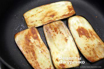 Как приготовить Баклажаны с перцем. Шаг 16: жареный баклажан
