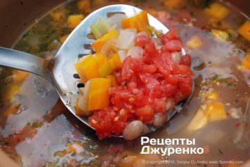 Крок 6: добавка томата і спецій