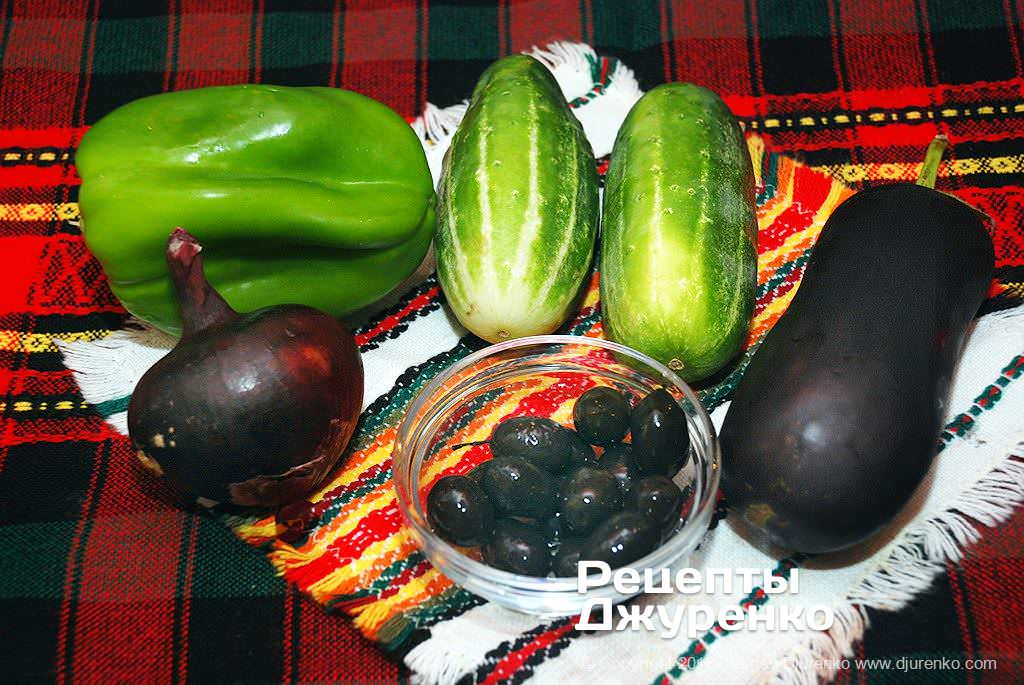 Овощи и оливки.