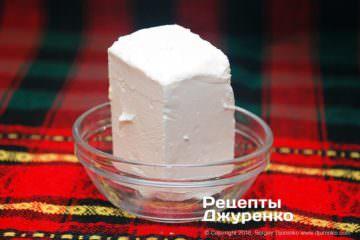 Шаг 1: сыр фета