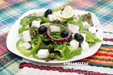 Готова страва салат з сиром фета
