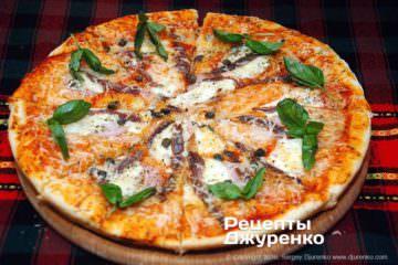 Фото до рецепту: піца з анчоусами