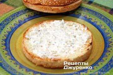 Шаг 7: булочка с соусом