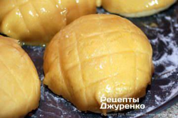 Шаг 13: надрезать тесто сеткой