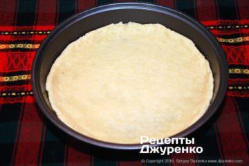 Крок 2: тісто на формі для пирога