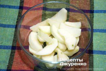 Шаг 4: яблоки дольками