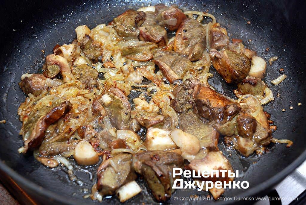 Смажені гриби з цибулею.