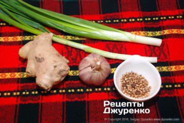 Як приготувати Курка по-хайнаньськи. Крок 4: овочі і спеції