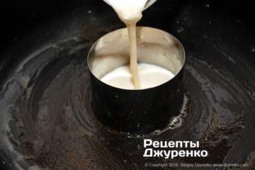 Як приготувати Японські млинці. Крок 12: підготовка форми з тістом