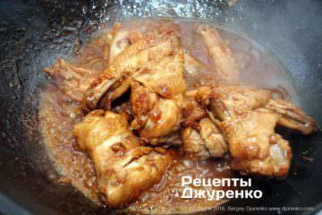 Шаг 5: курица тушеная в маринаде
