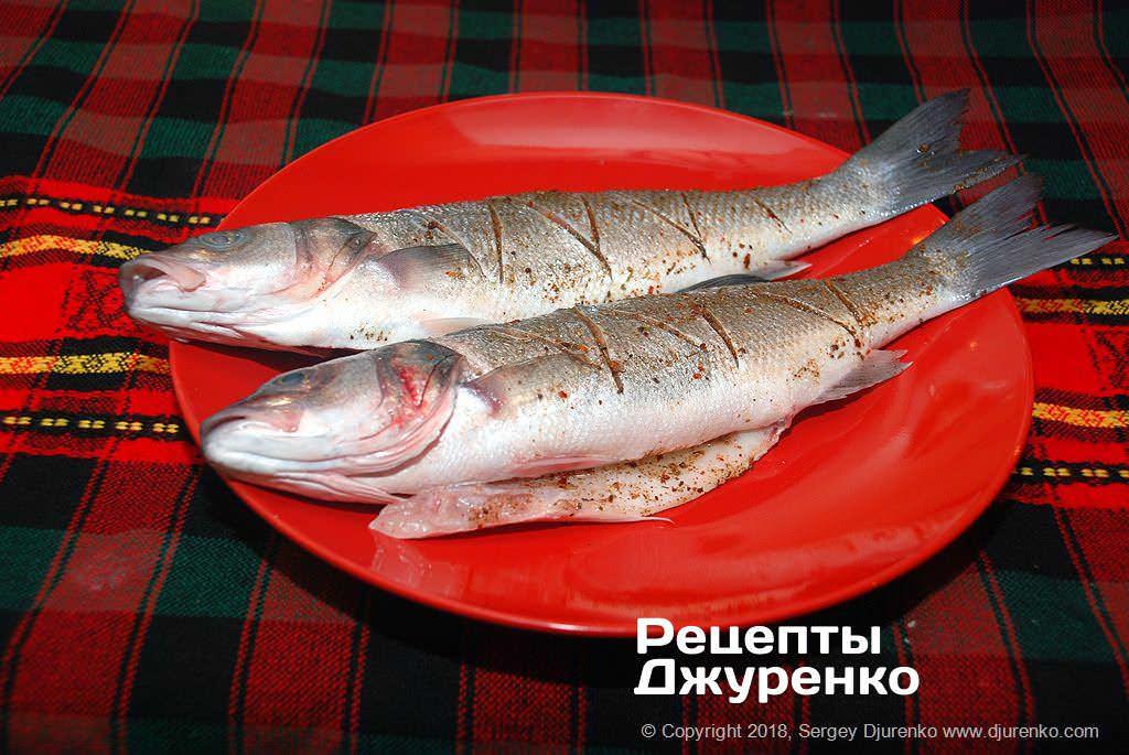 Как приготовить Сибас запеченный в духовке. Шаг 6: рыба в специях