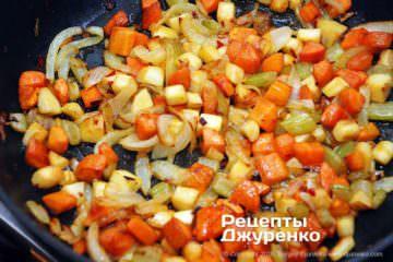 Як приготувати Щука в сметані. Крок 14: смажені овочі
